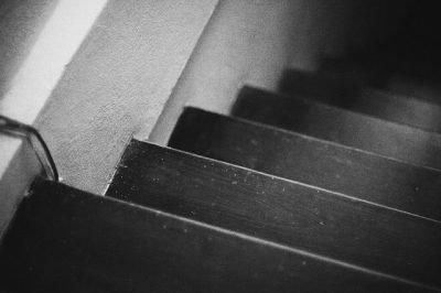 vlekken verwijderen van de trap