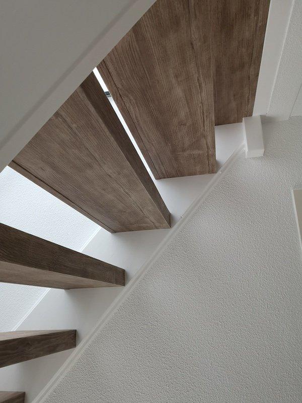 Houtlook-trap-gerenoveerd-met-PVC