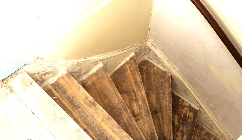 Lijmresten van de trap verwijderen? Dat doe je zo