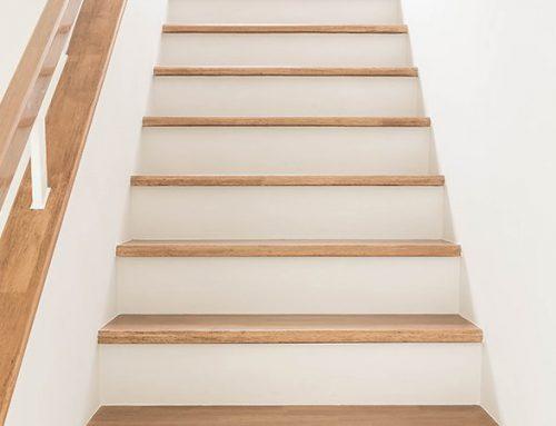 De trapleuning renoveren? Hier moet je op letten!
